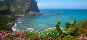 Na-ostrove-udivitelnaya-priroda